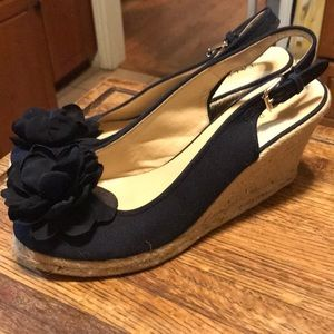 Cutest Talbots wedges w flower on top in navy s 10